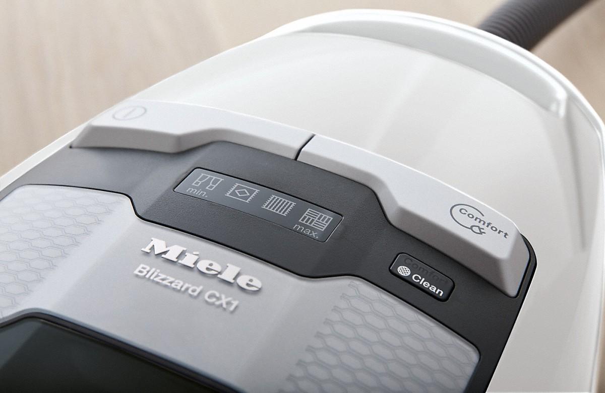 Blizzard CX1 Comfort EcoLine - SKMP3 - Porzsák nélküli padlóporszívó a fogóba integrált rádiós vezérléssela rendkívül kényelmes kezeléshez.--